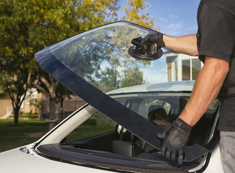 Get a Free Auto Glass Estimate for All Seasons